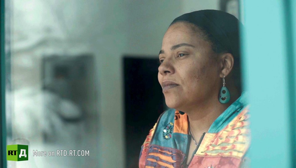 Head and shoulder three-quarters shot of Dinah Blackwell, a young African American woman. Still taken from RTD Documentary film Black Lives 6. Illusion about single-parent families and teenage parenthood in Black America.
