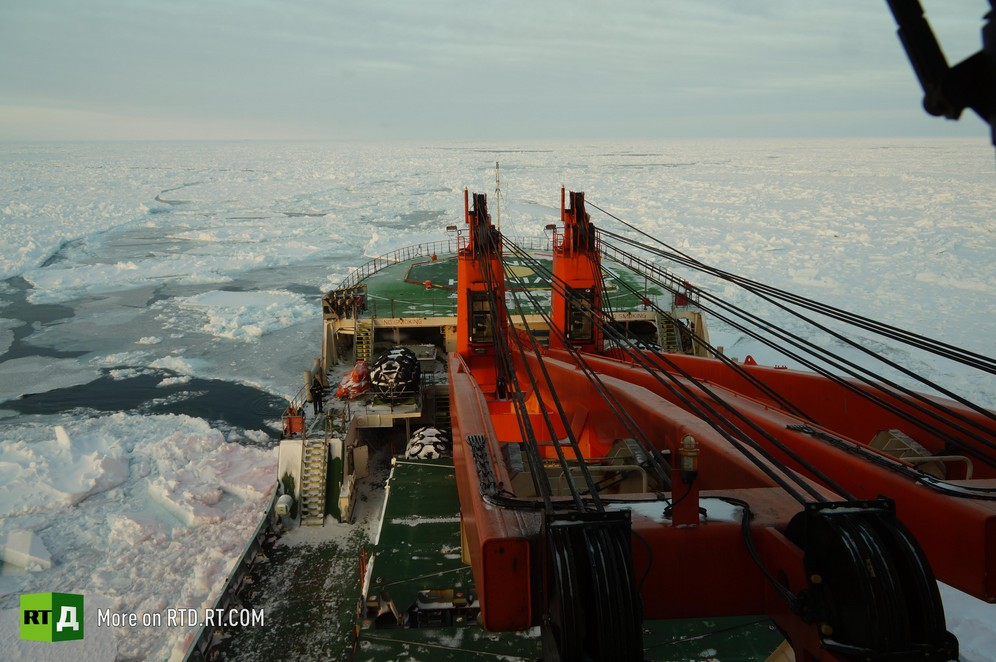 Akademik Tryoshnikov ship, drifting ice expedition