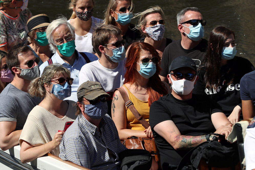 people wearing masks in Bruges amid covid-19