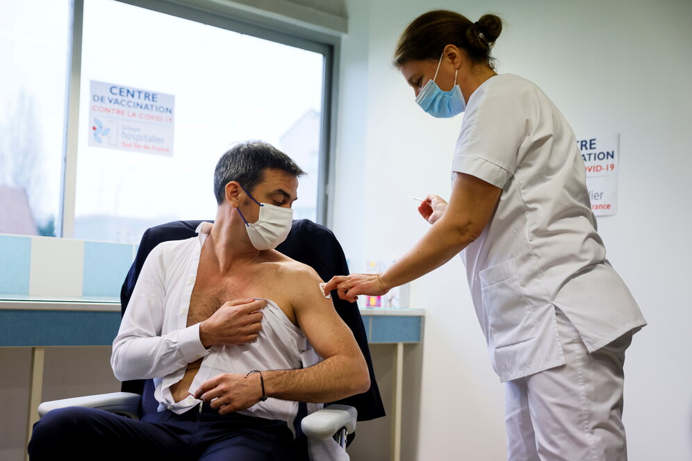 french health minister vaccinated